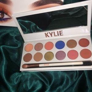 Kylie Cosmetics: The Royal Peach Palette